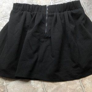 High waist pleated black skirt